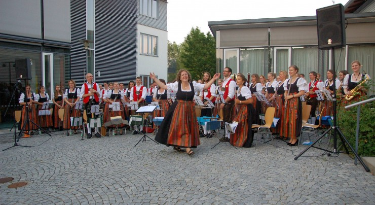 Sommerserenade der Blaskapelle Isen in Lengdorf