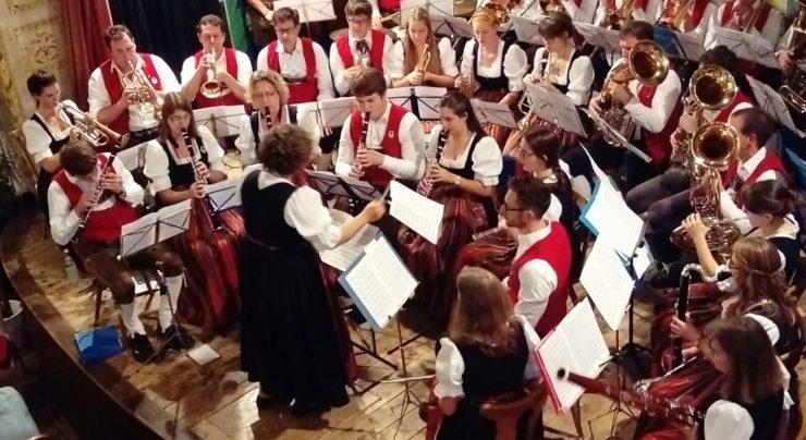 """Bayerischer Abend: Gaudi mit den """"Isner Dirndln"""""""