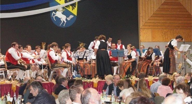 """Bayerischer Abend – """"Tischmusik"""" mit Holzlöffeln"""